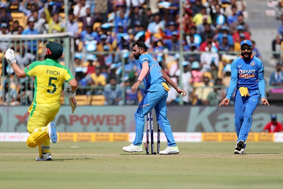 India vs Australia: Aaron Finch departs after massive mix-up with Steve Smith during Bengaluru ODI versus India