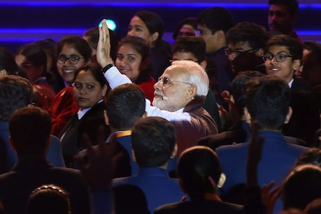 'ಪರೀಕ್ಷಾ ಪೇ ಚರ್ಚಾ': ಸ್ಮಾರ್ಟ್ಫೋನ್ನಿಂದ ದೂರವಿರಿ ಎಂದು ವಿದ್ಯಾರ್ಥಿಗಳಿಗೆ ಮೋದಿ ಸಲಹೆ