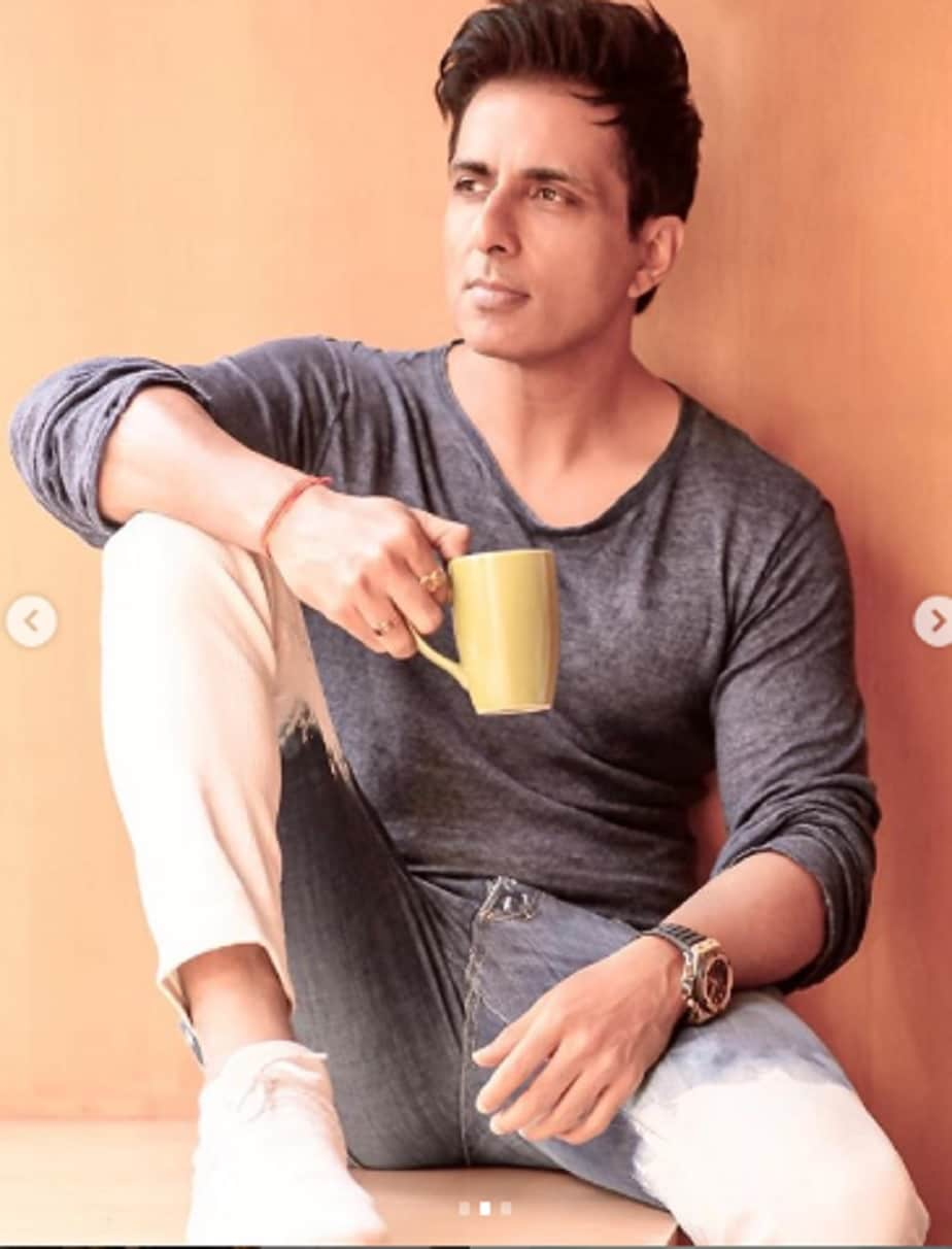 covid 19 sonu sood provides meals to 25000 migrant workers during Ramadan