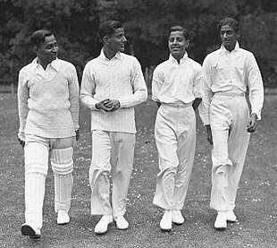 ದುಲೀಪ್ಸಿಂಜಿ ಇಂಗ್ಲೆಂಡ್ ಪರ ಕೂಡ ಟೆಸ್ಟ್ ಕ್ರಿಕೆಟ್ ಆಡಿದ್ದಾರೆ. ಆಂಗ್ಲರ ಪರ 12 ಟೆಸ್ಟ್ ಪಂದ್ಯಗಳಲ್ಲಿ 58.52 ಸರಾಸರಿಯಲ್ಲಿ 995 ರನ್ ಗಳಿಸಿದ್ದರು. ಇದರಲ್ಲಿ 3 ಶತಕಗಳು ಮತ್ತು 5 ಅರ್ಧಶತಕಗಳು ಸೇರಿವೆ.