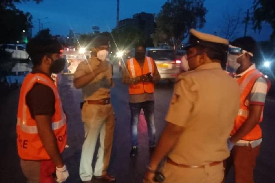 Thousands of Corona Volunteers are coming front help Police in Bangalore lockdown