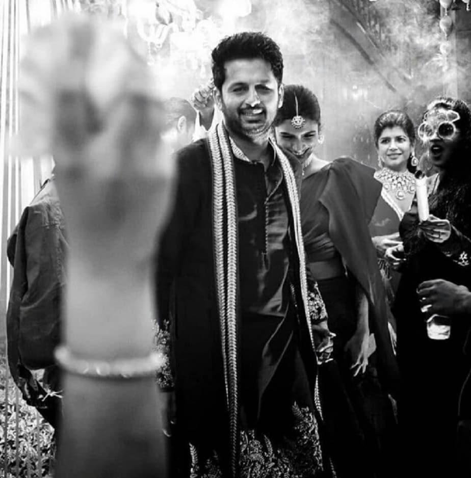 ಅವರ ಪ್ರೀವೆಡ್ಡಿಂಗ್ ಫೋಟೋಶೂಟ್ನ ಚಿತ್ರಗಳು ಸದ್ಯ ಸಾಮಾಜಿಕ ಜಾಲತಾಣದಲ್ಲಿ ವೈರಲ್ ಆಗುತ್ತಿವೆ.