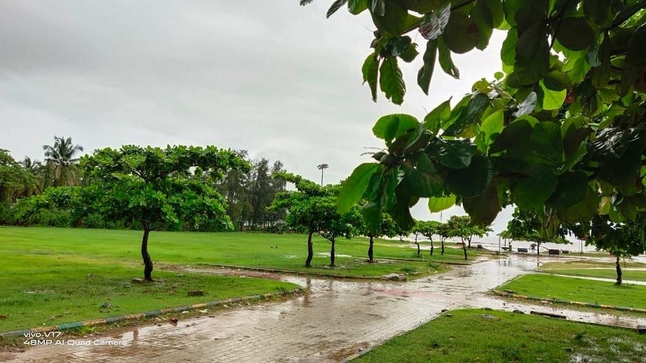 ಮುಂಗಾರ ಮಳೆಗೆ ಸೌಂದರ್ಯ ಹೆಚ್ಚಿಸಿಕೊಂಡಿರುವ ಕಾರವಾರ (ಚಿತ್ರ: ದರ್ಶನ್ ನಾಯ್ಕ್ ಕಾರವಾರ)