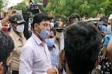 ಬೀದರ್: ಐಸೋಲೇಷನ್ ವಾರ್ಡ್ ಒಳಗೆ ಬಿಡುವಂತೆ ಆಗ್ರಹಿಸಿ ಸೋಂಕಿತರ ಸಂಬಂಧಿಕರ ಪ್ರತಿಭಟನೆ