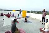 ರಾಯಚೂರು: ಕೊರೋನಾ ರೋಗಿಗಳಿಗೆ ಆತ್ಮಸ್ಥೈರ್ಯ ಹೆಚ್ಚಿಸಲು ಕೊವಿಡ್ ಕೇರ್ ಸೆಂಟರ್ನಲ್ಲಿ ಯೋಗ ಪಾಠ