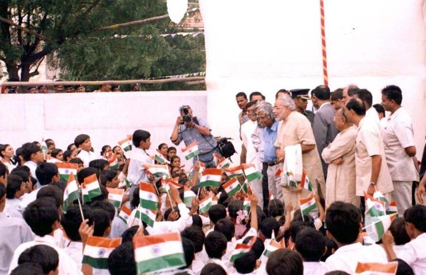 ಧ್ವಜಾರೋಹಣ ಸಂದರ್ಭದಲ್ಲಿ ಶಾಲಾ ಮಕ್ಕಳೊಂದಿಗೆ ಪ್ರಧಾನಿ ಮೋದಿ