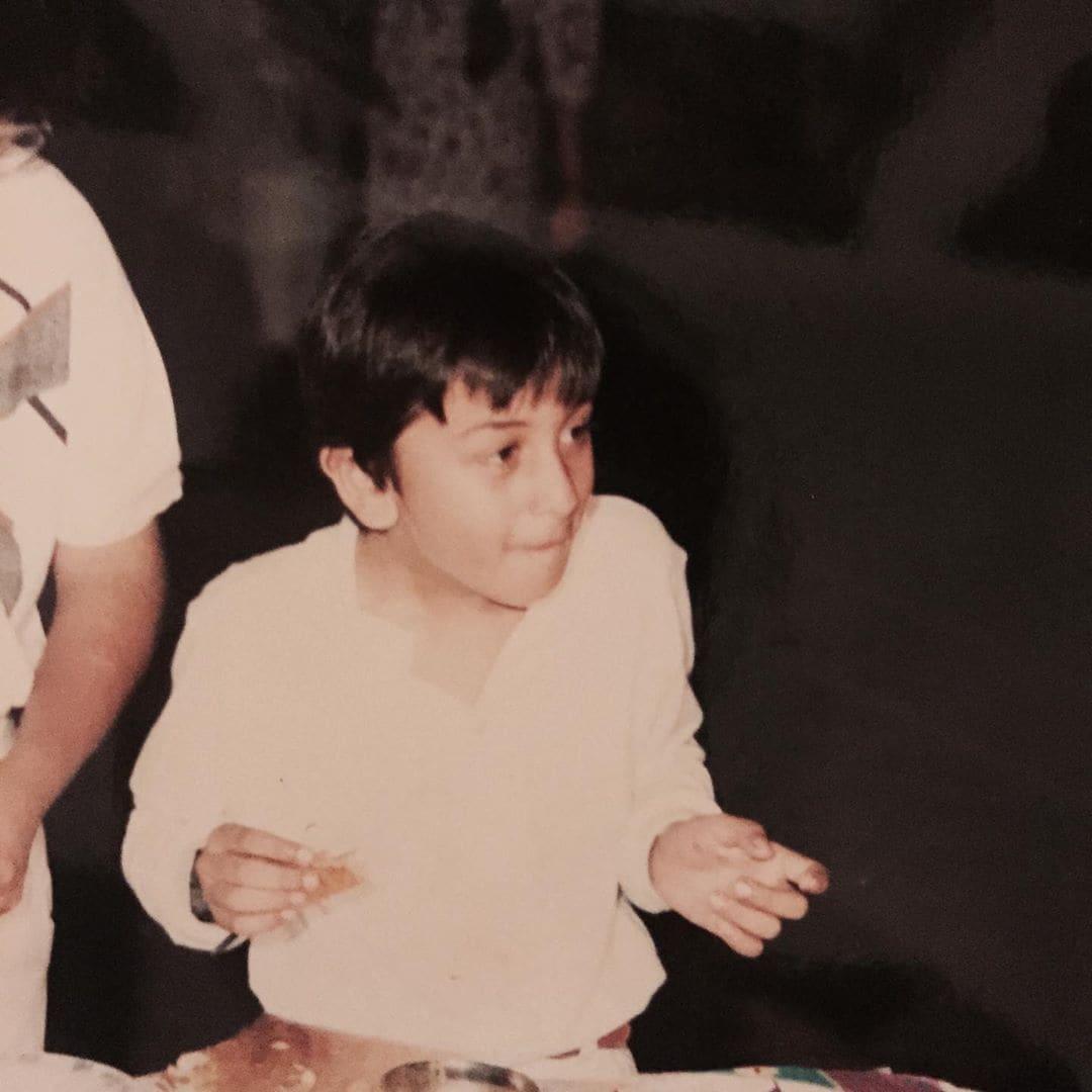ಬಿ-ಟೌನ್ನ ದೊಡ್ಡ ಫಿಲ್ಮಿ ಕುಟುಂಬದ ಸ್ಟಾರ್ ಕಿಡ್ ರಣಬೀರ್ ಕಪೂರ್ ಇಂದು 38ನೇ ಹುಟ್ಟುಹಬ್ಬ ಆಚರಿಸಿಕೊಳ್ಳುತ್ತಿದ್ದಾರೆ.