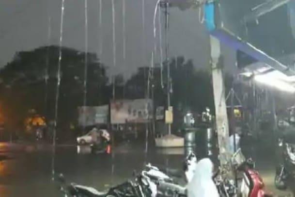 Bangalore Rain: ಬೆಂಗಳೂರಿನಲ್ಲಿ ಧಾರಾಕಾರ ಮಳೆ : ರಸ್ತೆಗಳು ಜಲಾವೃತ, ಜನಜೀವನ ಅಸ್ತವ್ಯಸ್ತ