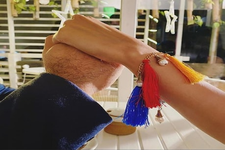 Shine shetty: ಕುತೂಹಲಕ್ಕೆ ಬಿತ್ತು ತೆರೆ: ಶೈನ್ ಶೆಟ್ಟಿ ಹಿಡಿದಿರುವ ಕೈ ಈ ಗಾಯಕಿಯದು
