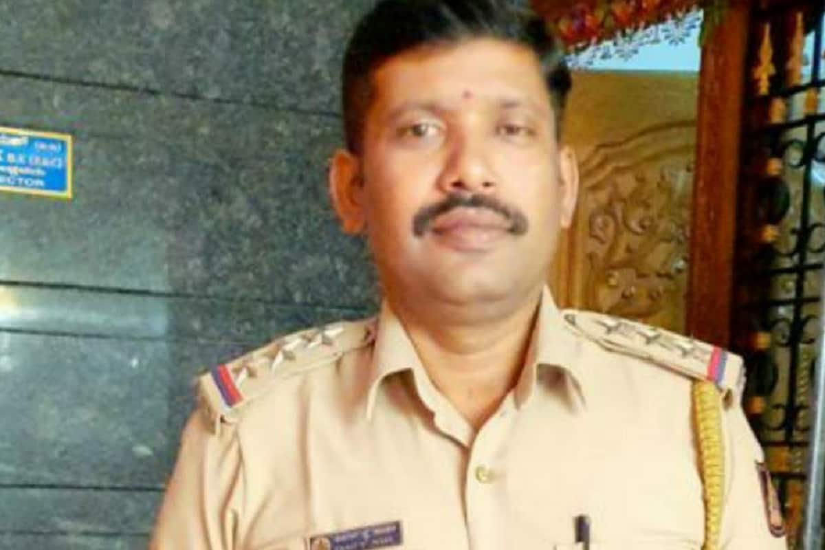 Bengaluru Police Firing on Accused for Kidnaping and Raping a Child.