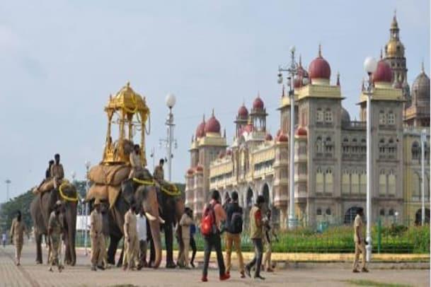 Mysore Dasara: ಸಾಂಪ್ರದಾಯಿಕವಾಗಿ ನೇರವೇರಿದ ಆಯುಧಪೂಜೆ; ಜಂಬೂ ಸವಾರಿಗೆ ಭರದ ಸಿದ್ಧತೆ