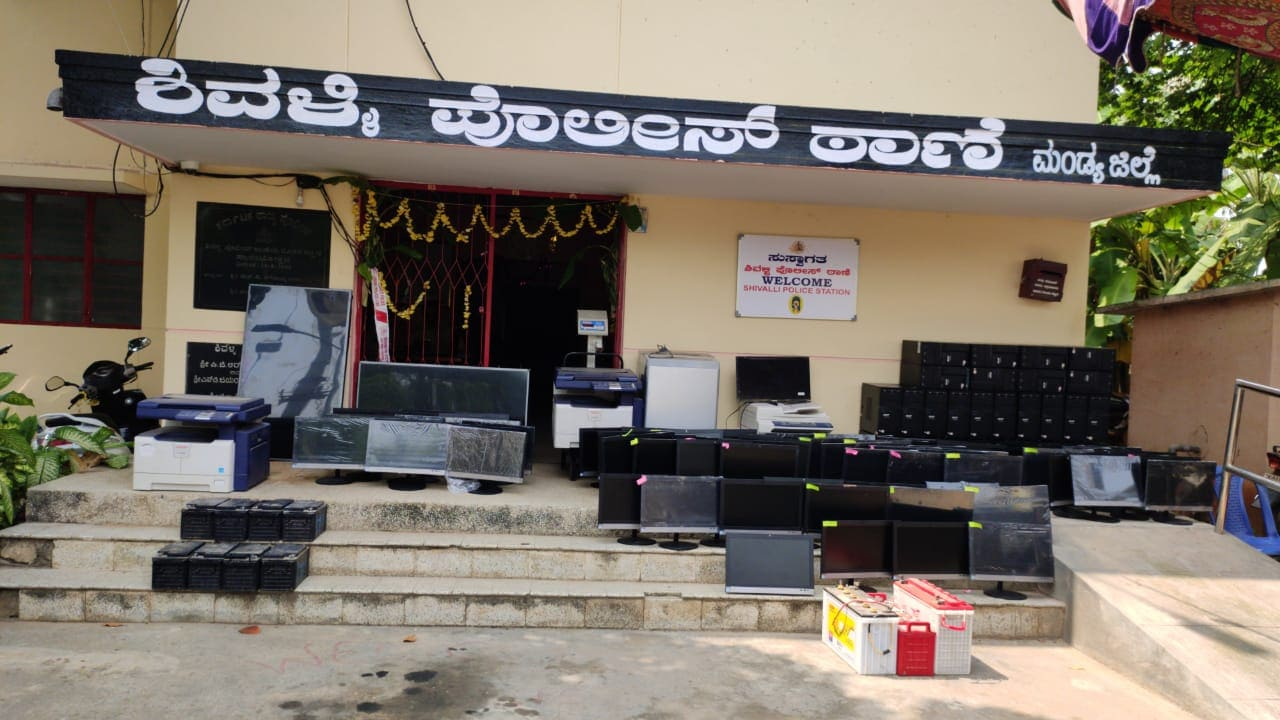 Mandya Shivalli police Arrest of thieves who were robbing a government school computer