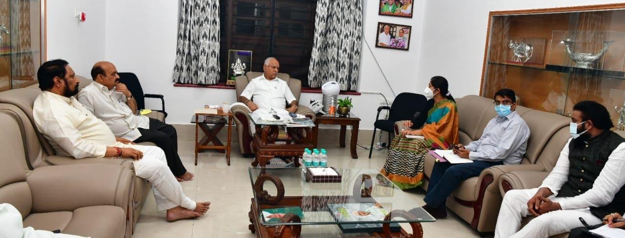Minister Laxman Savadi Says tomorrow Meeting with four corporation employees representatives