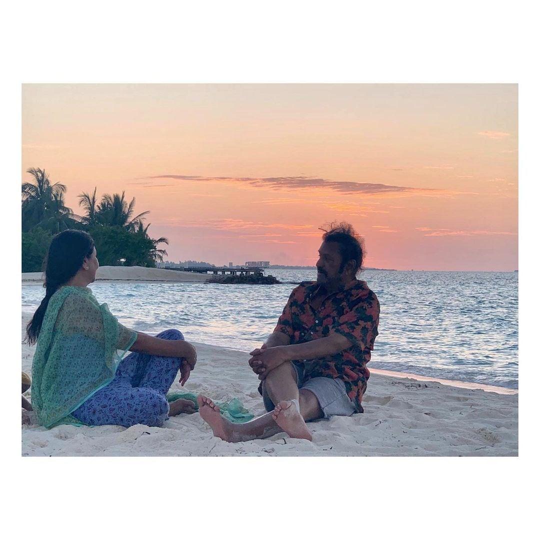 ಮಾಲ್ಡೀವ್ಸ್ನಲ್ಲಿ ಮಡದಿ ನಿರ್ಮಲಾ ಜೊತೆ ನಟ ಮೋಹನ್ ಬಾಬು. (Instagram/Photo)