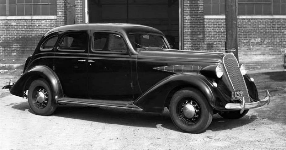 ಅಂದಹಾಗೆಯೇ ಕಾರುಗಳಲ್ಲಿನ ಸನ್ರೂಫ್ ಬಳಕೆಗೆ ಸುಮಾರು 84 ವರ್ಷಗಳ ಇತಿಹಾಸವಿದೆ. 1937ರಲ್ಲಿ ಕಾರೊಂದಕ್ಕೆ ಮೊದಲ ಸನ್ರೂಫ್ ಅಳವಡಿಲಾಯಿತು.