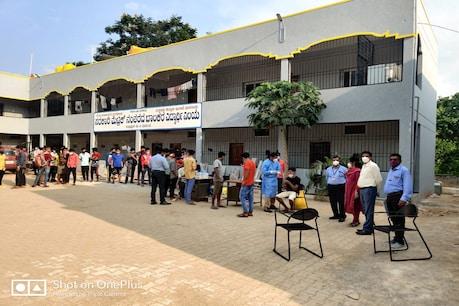 Coronavirus: ಒಂದೇ ದಿನ 30 ವಿದ್ಯಾರ್ಥಿಗಳಿಗೆ ಕೋವಿಡ್ ಪಾಸಿಟಿವ್, ಧಾರವಾಡ ಜಿಲ್ಲೆಯಲ್ಲಿ ವಿದ್ಯಾರ್ಥಿಗಳಲ್ಲಿ ಹೆಚ್ಚಿದ ಕರೋನಾ ಕೇಸ್