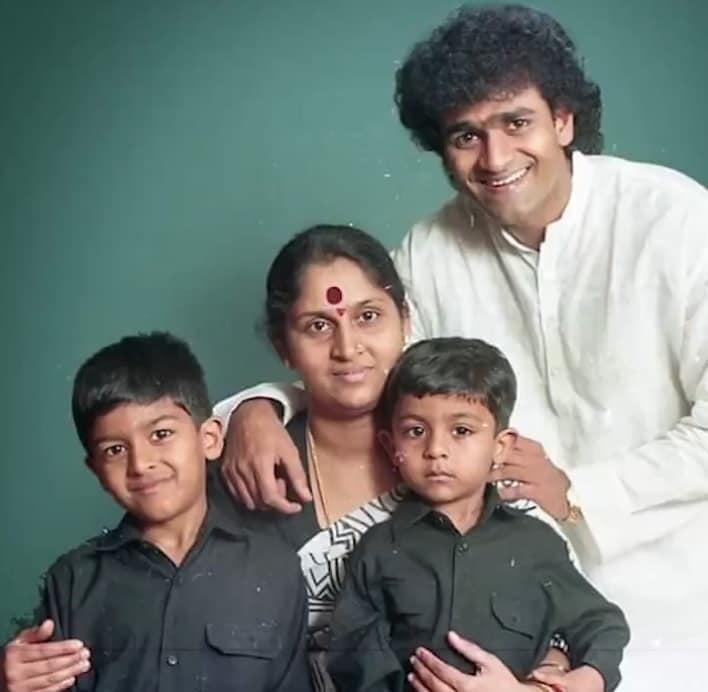 ಕುಟುಂಬದೊಂದಿಗೆ ವಿನಯ್ ರಾಜ್ಕುಮಾರ್
