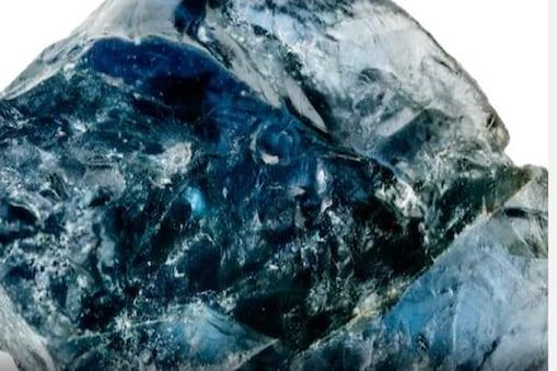 ಸುಮಾರು 510 ಕಿಲೋಗ್ರಾಂಗಳಷ್ಟು ತೂಕವಿರುವ 'ಮಸುಕಾದ ನೀಲಿ' ಕಲ್ಲು ಅಂತಾರಾಷ್ಟ್ರೀಯ ಮಾರುಕಟ್ಟೆಯಲ್ಲಿ 100 ಮಿಲಿಯನ್ ಡಾಲರ್ವರೆಗೆ ಅಂದಾಜು ಮೌಲ್ಯವನ್ನು ಹೊಂದಿದೆ