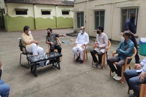 ಸಚಿವ ಆರ್ ಅಶೋಕ್-ಮಾಜಿ ಸಚಿವ ಜಮೀರ್ ಅಹ್ಮದ್.