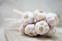 Garlic Benefits: ಕೂದಲು , ಚರ್ಮದ ಸಮಸ್ಯೆಗೆ ಬೆಳ್ಳುಳ್ಳಿ ಬಳಸಿ ಮ್ಯಾಜಿಕ್ ನೋಡಿ..