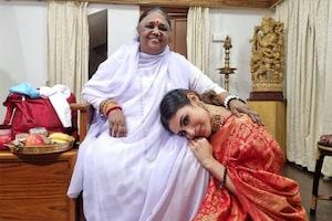 ಮಾತಾ ಅಮೃತಾನಂದಮಯಿ ಭೇಟಿಯಾದ ಕೆಜಿಎಫ್ ನಟಿ Mouni Roy