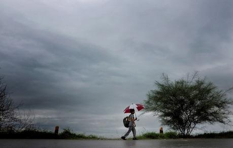 ALERT: സംസ്ഥാനത്ത് അതിശക്തമായ മഴയ്ക്ക് സാധ്യതയെന്ന് കാലാവസ്ഥ നിരീക്ഷണകേന്ദ്രം