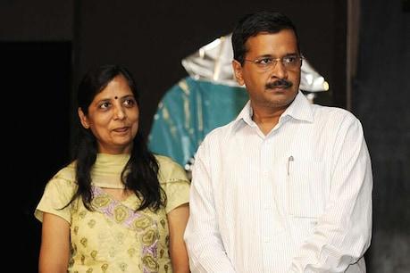 രണ്ട് വോട്ടർ ഐഡി; അരവിന്ദ് കെജ്രിവാളിന്റെ ഭാര്യയ്ക്കെതിരെ പരാതിയുമായി ബിജെപി