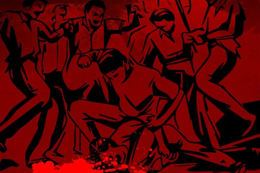 കാൺപുർ: കൊലക്കേസ് പ്രതിയെന്ന് സംശയിക്കുന്നയാളെ പട്ടാപ്പകൽ പൊലീസിനുമുന്നിൽവെച്ച് നാട്ടുകാർ അടിച്ചുകൊന്നു. ഉത്തർപ്രദേശിലെ കുശിനഗറിലാണ് സംഭവം. തരിയാസുജൻ പോലീസ് സ്റ്റേഷൻ പ്രദേശത്തെ രാംപൂർ ബംഗ്ര പ്രദേശത്താണ് അധ്യാപകനായി ജോലി ചെയ്തിരുന്നയാളെ വീടിനുമുന്നിൽവെച്ച് വെടിവെച്ചുകൊന്നയാളെയാണ് നാട്ടുകാർ തല്ലിക്കൊന്നത്.