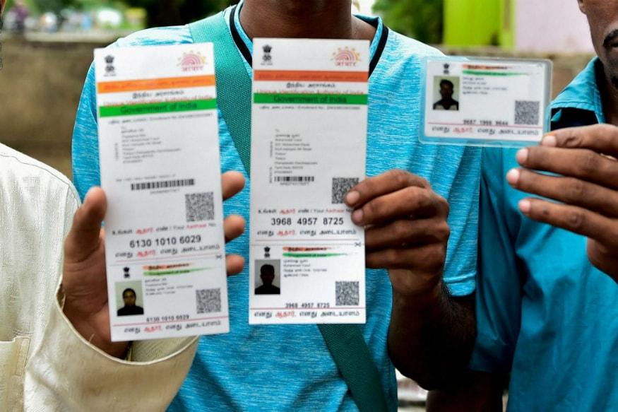 ആദ്യം ആദായനികുതി വകുപ്പിന്റെ ഔദ്യോഗിക വെബ്സൈറ്റ്- www.incometaxindiaefiling.gov.in ഓപ്പൺ ചെയ്യുക. അതിൽ ഇടത് വശത്ത് Link Aadhaar എന്ന ലിങ്ക് ക്ലിക്ക് ചെയ്യുക. ഇവിടെ നിർദിഷ്ട സ്ഥാനങ്ങളിൽ പാൻ, ആധാർ, ആധാറിലെ പേര് എന്നിവ നൽകുക. ഇതിനുശേഷം ഡേറ്റ് ഓഫ് ബർത്ത് ആധാറിലേത് തന്നെയെന്ന് ഉറപ്പാക്കുന്ന ബട്ടൺ ക്ലിക്ക് ചെയ്യുക.