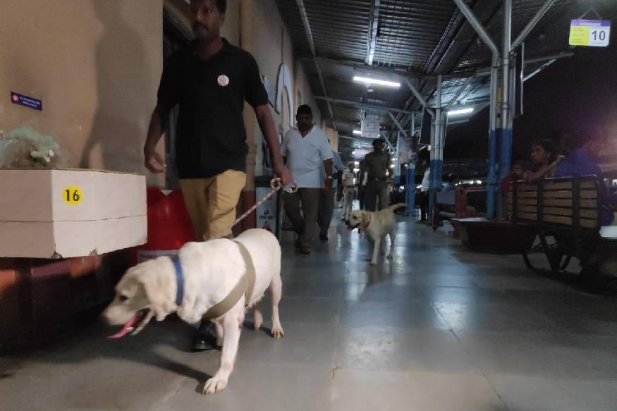 കോഴിക്കോട് റെയിൽവേ സ്റ്റേഷനിൽ ബോംബ് വെച്ചതായി ഭീഷണി സന്ദേശം. തിങ്കളാഴ്ച്ച വൈകുന്നേരം 5.30നാണ് ഭീഷണി സന്ദേശമെത്തിയത്.