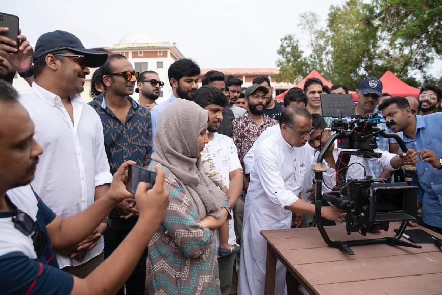 അജയ് മേനോൻ ആദ്യമായി ഛായാഗ്രഹണം നിർവഹിക്കുന്ന ചിത്രത്തിന് ബിജിബാലും ഷഹബാസ് അമനും സംഗീതമൊരുക്കുന്നു
