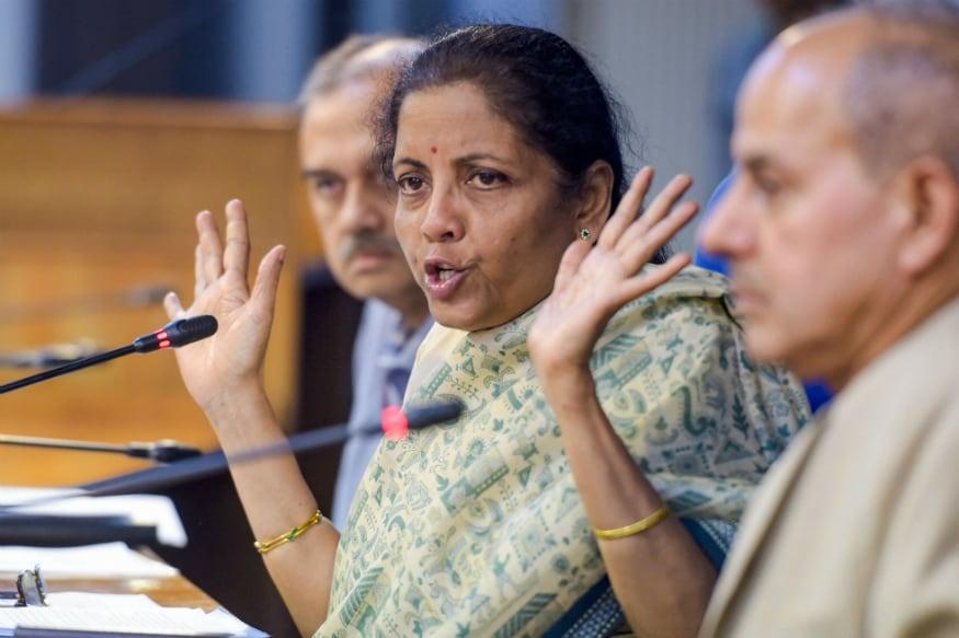 ന്യൂഡൽഹി: രാജ്യത്തെ സാമ്പത്തിക വളർച്ച 4.5 ശതമാനത്തിലെത്തി. ആറര വർഷത്തിനുശേഷമുള്ള ഏറ്റവും കുറഞ്ഞ വളർച്ചാ നിരക്കാണിത്. വളർച്ചാനിരക്ക് കുത്തനെ താഴേക്ക് വന്നെങ്കിലും അഞ്ച് ട്രില്യൺ ഡോളർ സമ്പദ്വ്യവസ്ഥ എന്ന പ്രതീക്ഷ ഇപ്പോഴുമുണ്ടെന്ന് കേന്ദ്ര ധനമന്ത്രി നിർമല സീതാരാമൻ പറഞ്ഞു.