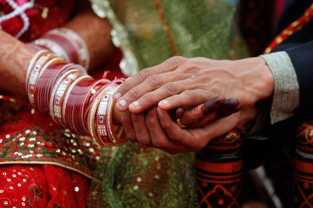 വീട്ടുകാരുടെ സമ്മതമുണ്ടായിട്ടും രണ്ടു മതത്തിൽപെട്ടവരുടെ വിവാഹം പൊലീസ് തടഞ്ഞു