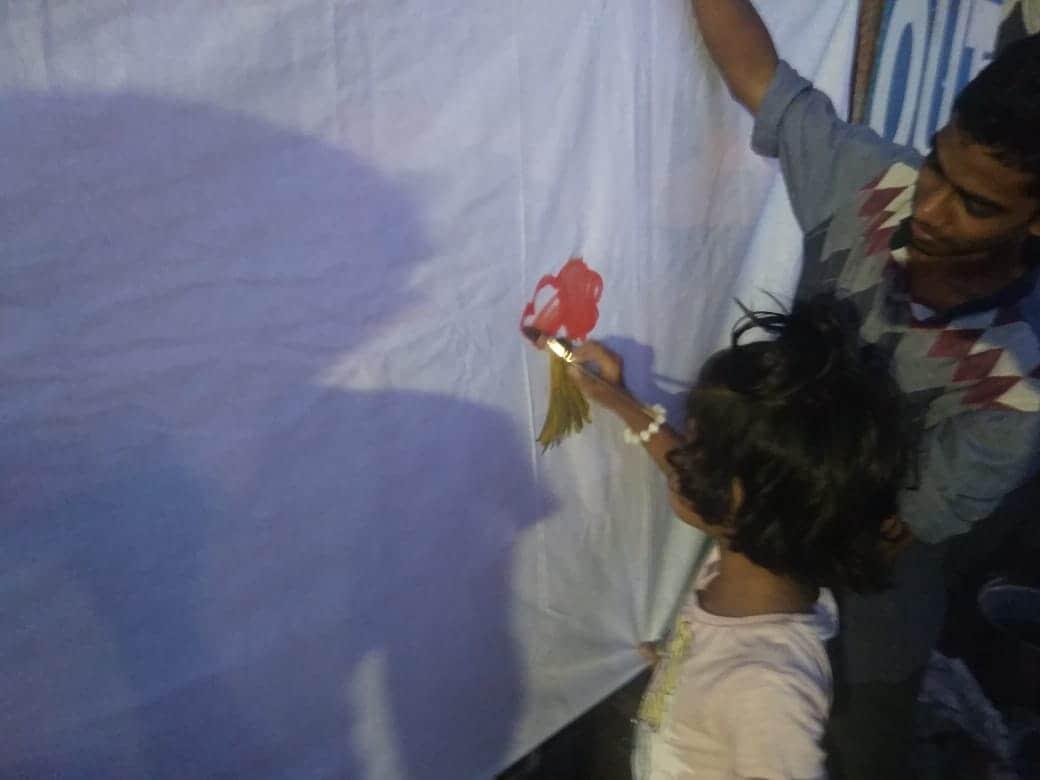 വിവിധ രംഗങ്ങളിലുള്ളവർ ചേർന്ന് തൃശ്ശൂർ കോർപ്പറേഷൻ ഓഫീസിന് മുന്നിൽ സംഘടിപ്പിച്ച അലനും താഹയ്ക്കും വേണ്ടി ഒരു രാത്രി പരിപാടിയിൽ നിന്ന്