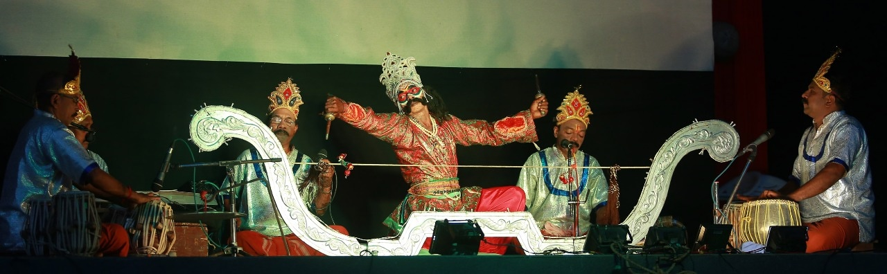 ഉത്സവം കലാമേളയിൽ വേറ്റിനാട് ശ്രീകുമാറും സംഘവും അവതരിപിച്ച വിൽപ്പാട്ട്