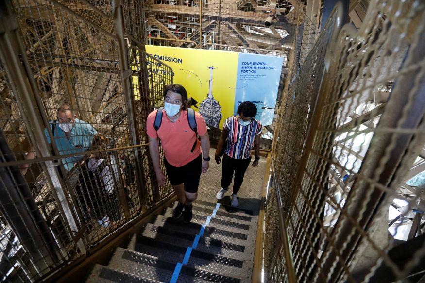 ടവറുകൾ തുറന്നെങ്കിലും ലിഫ്റ്റുകൾ പ്രവർത്തിപ്പിക്കുന്നില്ല. അതിനാൽ പടികൾ കയറിവേണം മുകളിലെത്താൻ. (Image: Reuters)
