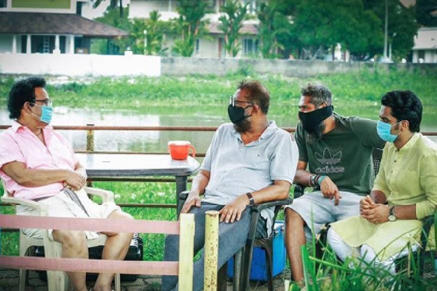 മലയാള ചിത്രം സുനാമിയുടെ ലൊക്കേഷനിൽ ലാൽ, ജീൻ പോൾ ലാൽ ഒപ്പം മറ്റംഗങ്ങളും