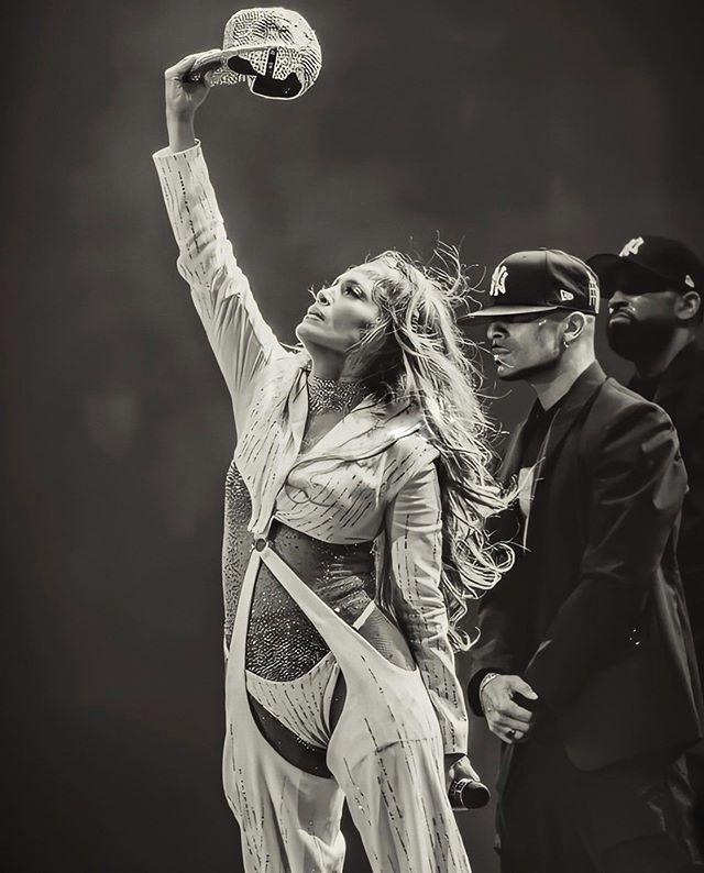 പിറന്നാൾ ദിനത്തിൽ ഇൻസ്റ്റഗ്രാമിൽ ജെന്നിഫർ പങ്കുവെച്ച ചിത്രം ഇതിനകം വൈറലാണ്. ഈ പ്രായത്തിലും ഇത്രയും സുന്ദരിയായിരിക്കുന്നതിന്റെ രഹസ്യവും താരം പറയുന്നുണ്ട്. (Image:Jennifer Lopez/Instagram)