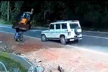 VIRAL VIDEO   ബൈക്ക് യാത്രികനെ രക്ഷിച്ച മഹീന്ദ്രാ ബൊലെരോ; വീഡിയോ പങ്കുവെച്ച് ആനന്ദ് മഹീന്ദ്രാ