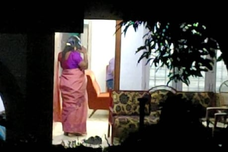 Kerala Gold Smuggling | സന്ദീപിന്റെ വീട്ടില് കസ്റ്റംസ് റെയ്ഡ്; സ്വർണം കടത്തിയ ബാഗുകൾ കണ്ടെടുത്തതായി സൂചന