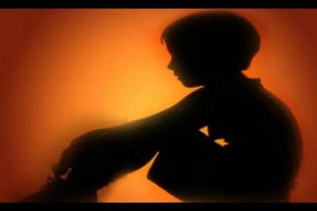 നാലു വയസുകാരനെ ലൈംഗികമായി പീഡിപ്പിച്ചു; സംഭവം അച്ഛന് മുന്നിൽവെച്ച്