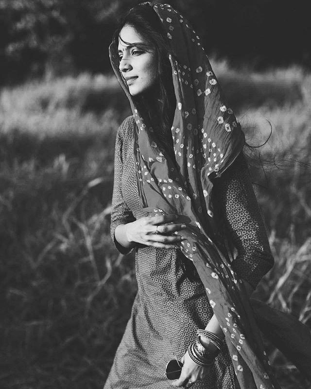 പ്രശസ്ത ഛായാഗ്രാഹകൻ കെ യു മോഹനന്റെ മകളായ മാളവിക ദുൽഖർ സൽമാന്റെ നായികയായി പട്ടം പോലെ എന്ന ചിത്രത്തിലൂടെയാണ് 2013 ൽ അഭിനയരംഗത്ത് എത്തുന്നത്. (Image:Malavika Mohanan/Instagram)