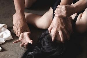 കൊലക്കുറ്റത്തിന് ജയിലിൽ അടയ്ക്കപ്പെട്ട 20കാരിയെ പൊലീസ് കൂട്ടബലാത്സംഗം ചെയ്തു
