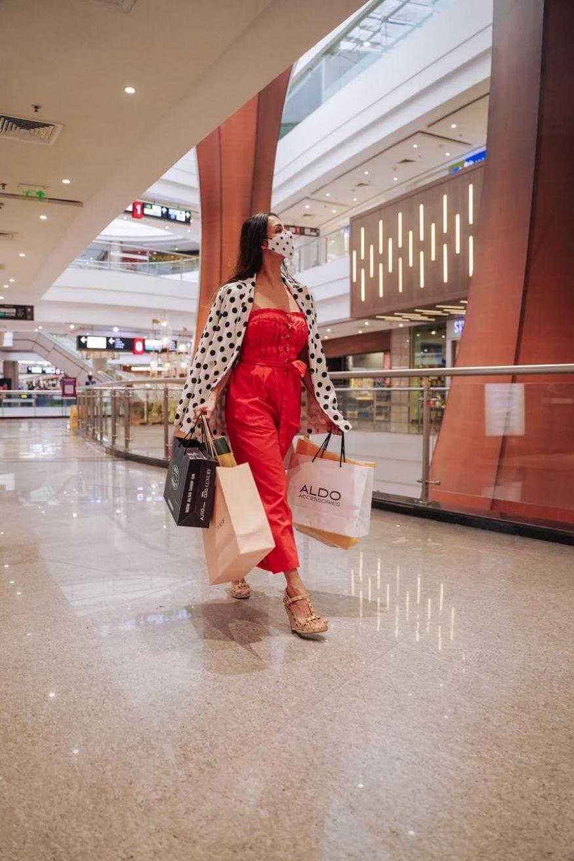 മാളിലെത്തിയ മലൈക അറോറ തന്റെ ഏറ്റവും പ്രിയപ്പെട്ട ഫാഷൻ ബ്രാൻഡുകളിൽ ഷോപ്പിംഗ് നടത്തുകയും ചെയ്തു. (Image: Special Arrangement)