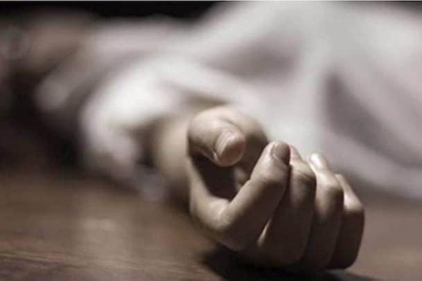 കിടക്കയില്ല; ആശുപത്രികൾ പ്രവേശനം നിഷേധിച്ച കോവിഡ് രോഗിയായ സ്ത്രീ ജീവനൊടുക്കി
