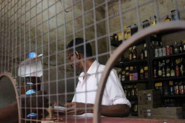 സംസ്ഥാനത്ത് 96 വിദേശ മദ്യ വില്പനശാലകള് മാറ്റിസ്ഥാപിക്കും