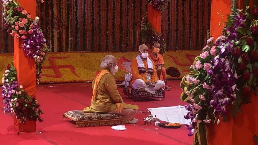 പ്രധാനമന്ത്രിക്കൊപ്പം ആർഎസ്എസ് അധ്യക്ഷൻ മോഹൻ ഭാഗവതും ഭൂമിപൂജാ ചടങ്ങില്