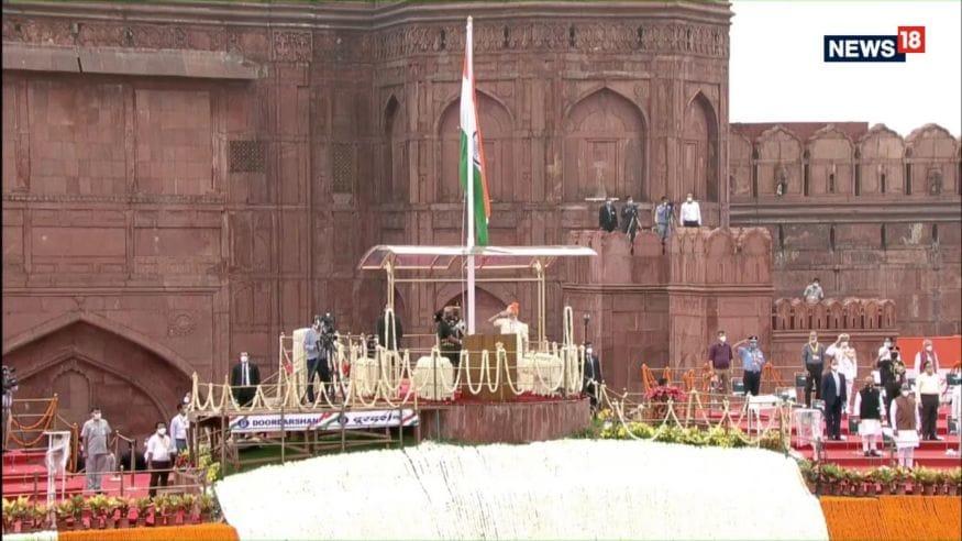 ചെങ്കോട്ടയിൽ ദേശീയ പതാക ഉയർത്തിയ ശേഷം പ്രധാനമന്ത്രി നരേന്ദ്രമോദി