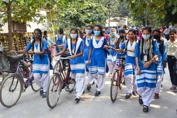 'വീണ്ടും സ്കൂളിലേക്ക്'; യുപിയിലും പഞ്ചാബിലും  9- 12 ക്ലാസ് കുട്ടികൾക്ക് സ്കൂൾ തുറന്നു