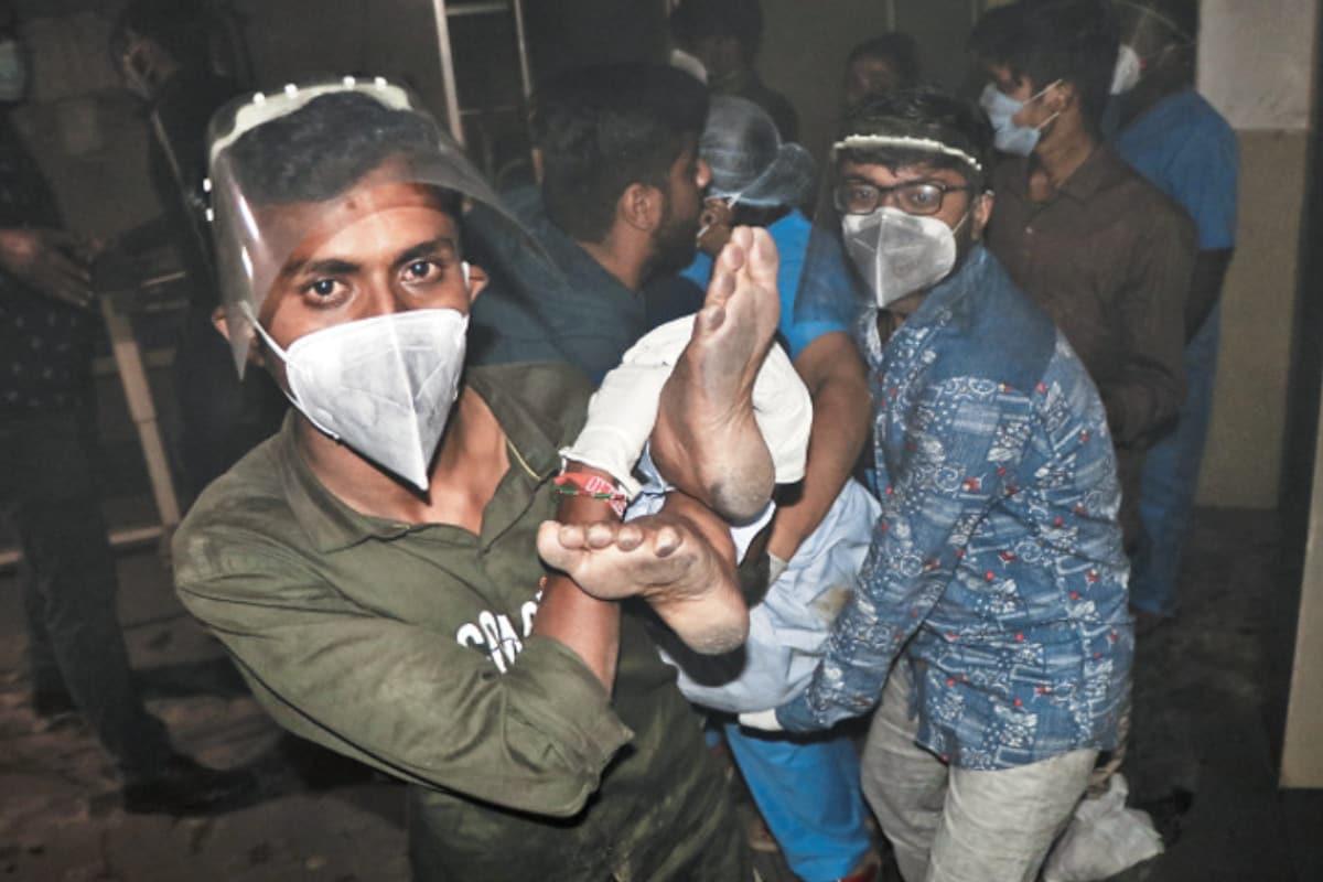 രാജ്കോട്ട്: ഗുജറാത്തിലെ കോവിഡ് ആശുപത്രിയിലെ ഐസിയുവിൽ ഉണ്ടായ തീപിടിത്തത്തിൽ ആറ് കോവിഡ് രോഗികൾ മരിച്ചു. 13 രോഗികളെ ആശുപത്രിയിൽ നിന്ന് രക്ഷപ്പെടുത്തി.